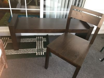 Furniture/Bench & 2 Matching Chairs