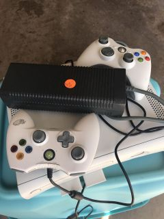 Xbox 360 with 2 controllers 60$