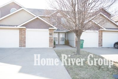 $50 off monthly rent! $250 gift card at move in! Beautiful 2 Bed 2.5 Bath Home, Great Location!