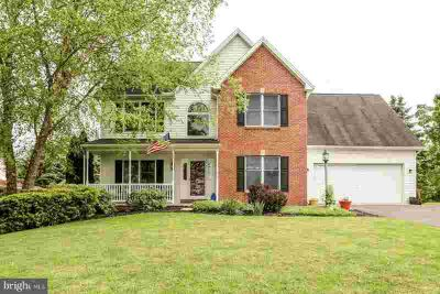 1 Northern Dancer Dr DILLSBURG, Well maintained Four BR