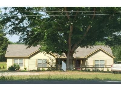 2 Bed 1 Bath Preforeclosure Property in Madison, GA 30650 - Bostwick Rd