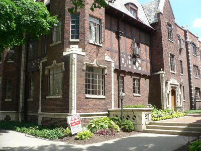 English Tudor style building with courtyard features laundry facility on site, door step recycling, off street parking, secured entrance building with your heat paid. Only a few minutes from Downtown on the #10 bus line.