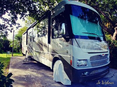 By Owner! 2013 38 ft. Winnebago Adventurer w/3 slides