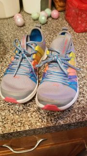 Under Armour girls gym shoes size 13