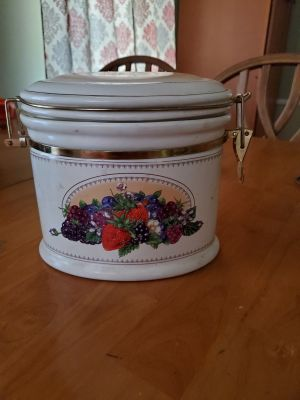 Vintage Knott's Berry Farm Canister