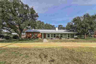 3455 County Road 297 Gonzales, Welcome to this beautiful