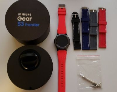 Gear S3 Fronter w/ bands and tool kit. Great conditons. No scratch or crack. Had it for 6 m...
