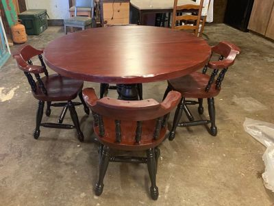 Kitchen table with extra leaf plus 4 chairs
