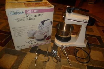 Sunbeam Mixmaster Deluxe Table/Hand Mixer with one bowl, beaters, bread beaters