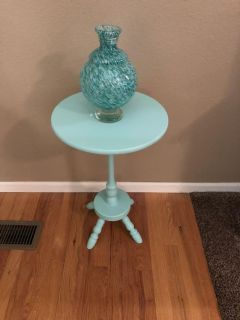 SOLID WOOD ACCENT TABLE OR PLANT STAND