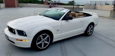 2006 Ford Mustang GT Deluxe (White)