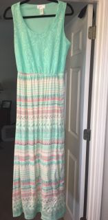 Maxi dress sz M. I'm 5'7 and it went past ankles
