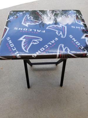 Falcons dinner tray table