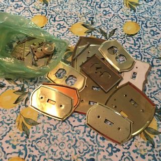 Lot of light switch and electrical outlet cover plates and bag on accompanying screws $4@SWAP