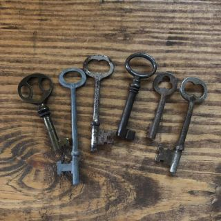 6 Old Keys! Perfect for a Pinterest project!!
