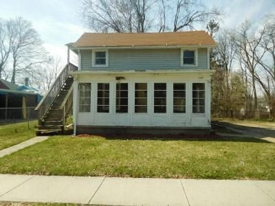 4 Bed 2 Bath Foreclosure Property in Lansing, MI 48906 - Camp St