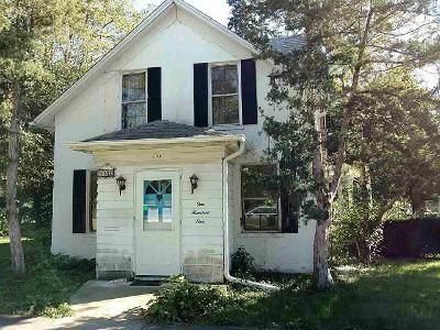 4 Bed 2 Bath Foreclosure Property in Mount Morris, IL 61054 - E Lincoln St