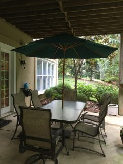 Outdoor Dining Set with 2 swivel chairs, 4 side chairs and like new umbrella