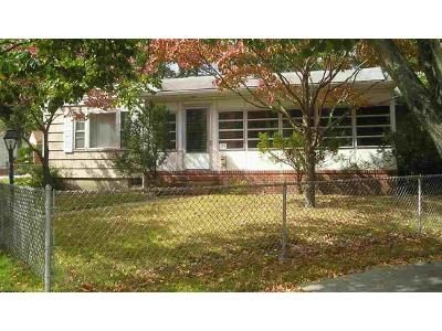 3 Bed 1 Bath Foreclosure Property in Absecon, NJ 08201 - W Wyoming Ave