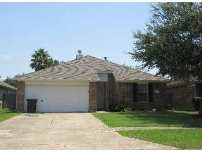 3 Bed 2 Bath Foreclosure Property in Dickinson, TX 77539 - Brightfield Ln