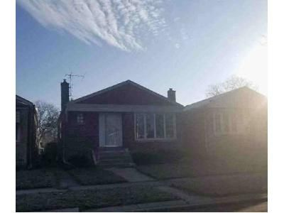 2 Bed 1 Bath Foreclosure Property in Riverdale, IL 60827 - S Emerald Ave