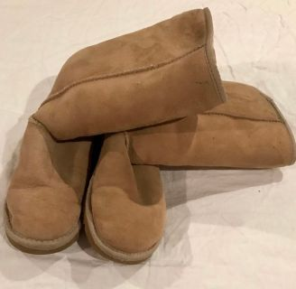 GUC, tan Ugg boots, size 6