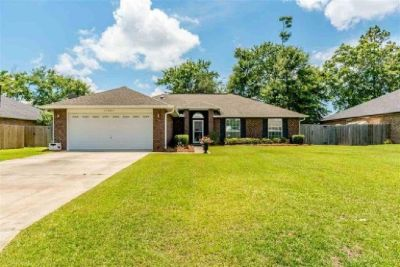 Move-in Ready Home with tons of updates in Foley, AL!