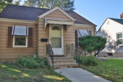Lovely, three floor single family house with lots of storage!