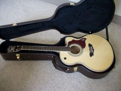 Selling Acoustic Guitar , Jumbo Washburn New Condition $300