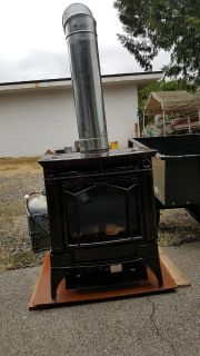 Hampton free standing. Propane or natural stove. (Lakewood)