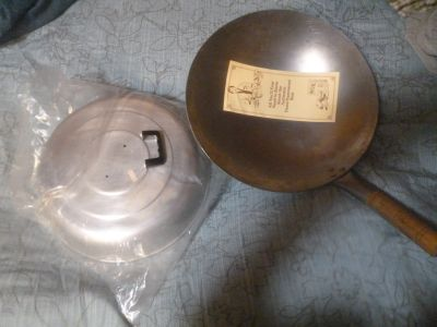 VINTAGE CHINA CONNECTION HAND HAMMERED CARBON STEEL WOK w/ lid