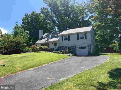 407 Merion Dr NEWTOWN Four BR, Location Location Location!