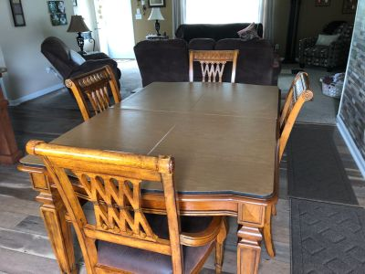 Dining Room Table &Chairs For Sale