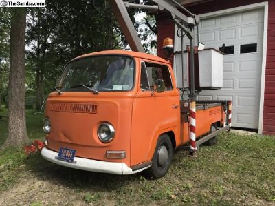 1970 Cherry Picker - Lift Truck