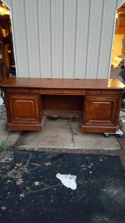 Very Nice Solid Wood (Cherry Stain Finish) Desk. Additional picture of Top