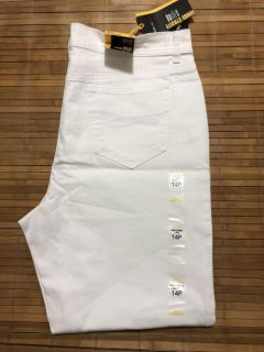 BNWT Style & Co white jeans - size 14 / large