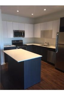 2 bedrooms Apartment - Open Kitchen with Large Island. Parking Available!