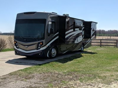 2017 Freightliner Fleetwood Pace Arrow 35E