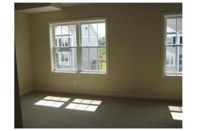 luxurious Townhouse in Westford available for Rent. Parking Available!