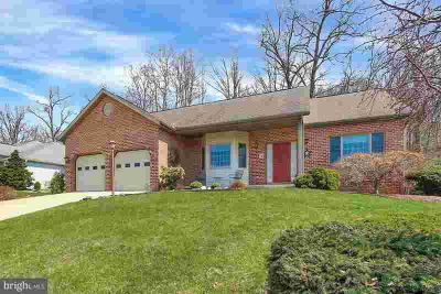 6969 Augusta National Fayetteville Three BR, Lovely ranch home in