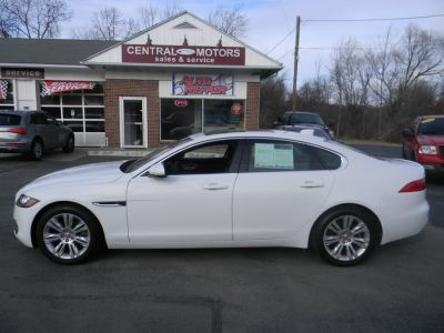 2017 Jaguar XF 35t Premium AWD (Polaris White)