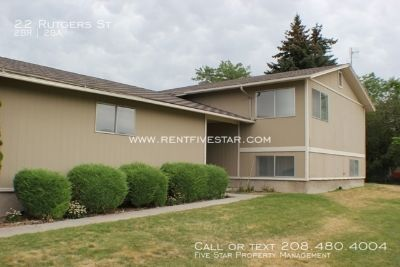 Side by side duplex w/ split entry floor plan is located right above Idaho State University with storage garage and master bedroom is large with lots of closet space! Located on a dead end street. Downstairs double entry bathroom offers entrance from mast