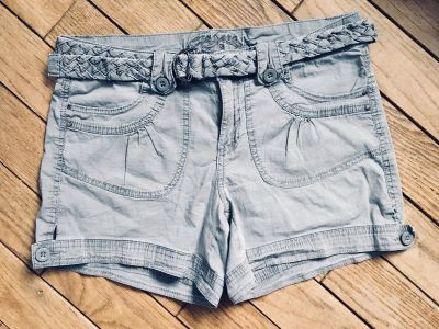 One to One brand shorts sz 8