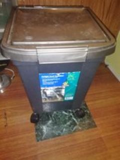 dog food wheeled container