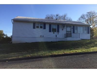 3 Bed 2 Bath Foreclosure Property in Phillipsburg, NJ 08865 - Saint James Ave