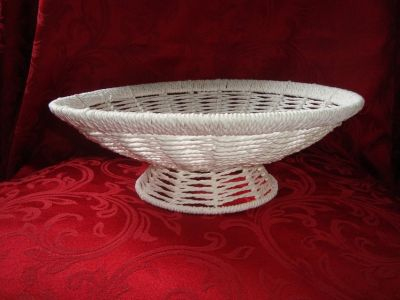 Sturdy 12 in dia White String & Wire 4 in rise Pedestal Centerpiece BOWL