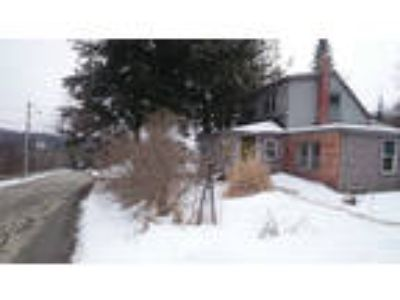 House with Shop 1.5 Acres of Land country living in the City!!