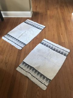 2 bathroom rugs $5 for the set