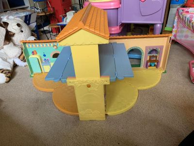 Dora Dollhouse with TONS of accessories!!