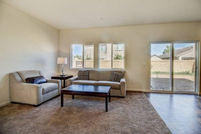 $2700 3 single-family home in Elk Grove